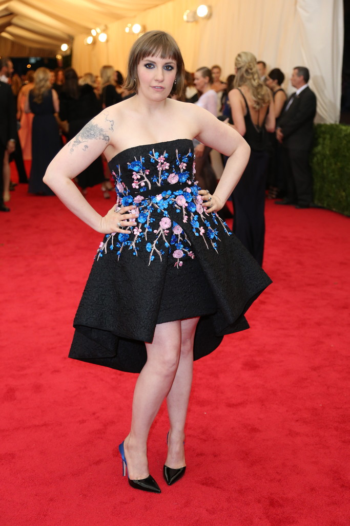 LENA DUNHAM IN GIAMBATTISTA VALLI