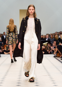 Burberry Womenswear S_S16 Collection - Look 49