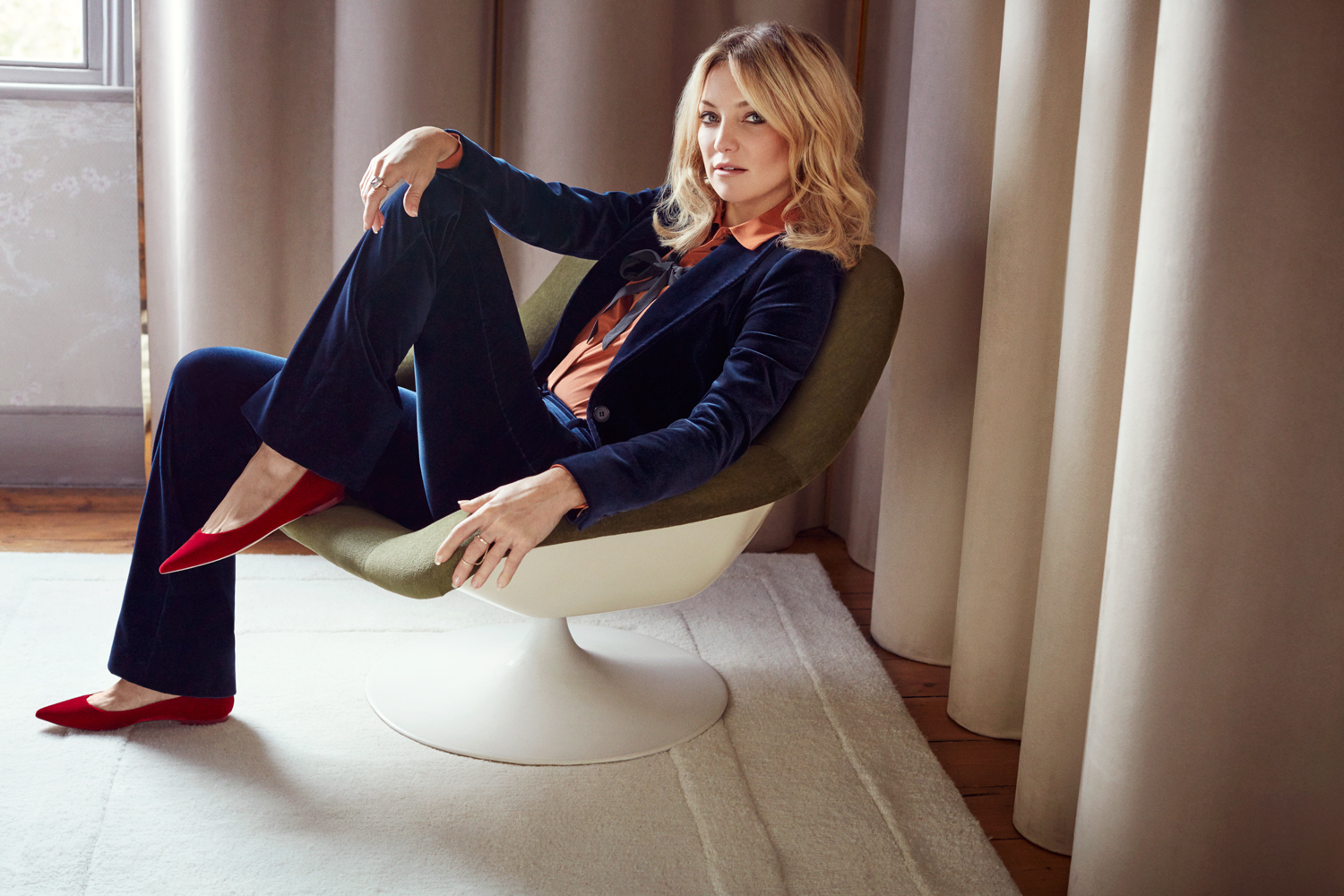 Kate Hudson wears the Alina Flat 2