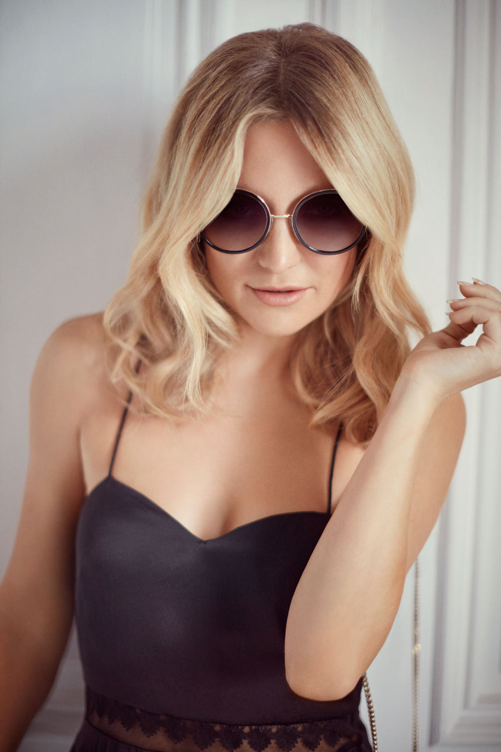Kate Hudson wears the Andie Sunglasses